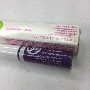 Mary Kay At Play fluid eyeliner in Hello Violet